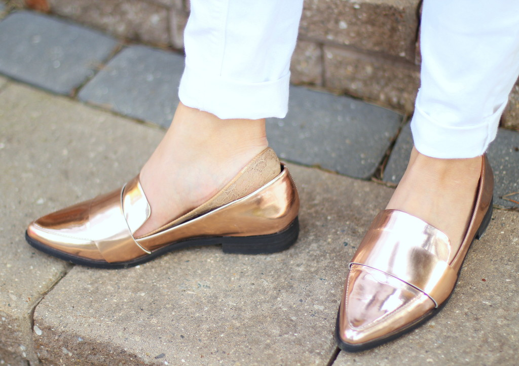 white jeans, Forever 21 rose gold loafers, spring colors, Kushyfoot, low cut foot covers