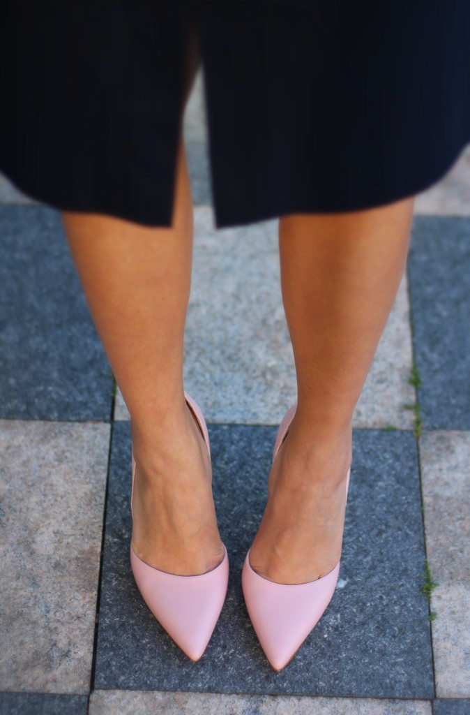 J.Crew navy skirt, Louise et Cie blush pump, pink pumps, fall transition, office style, work fashion